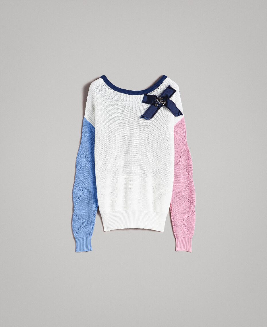 Pullover im Color-Block-Look mit Schleifenbrosche Multicolour Indigo / Weiß / Hortensienpink Frau 191MP3091-0S