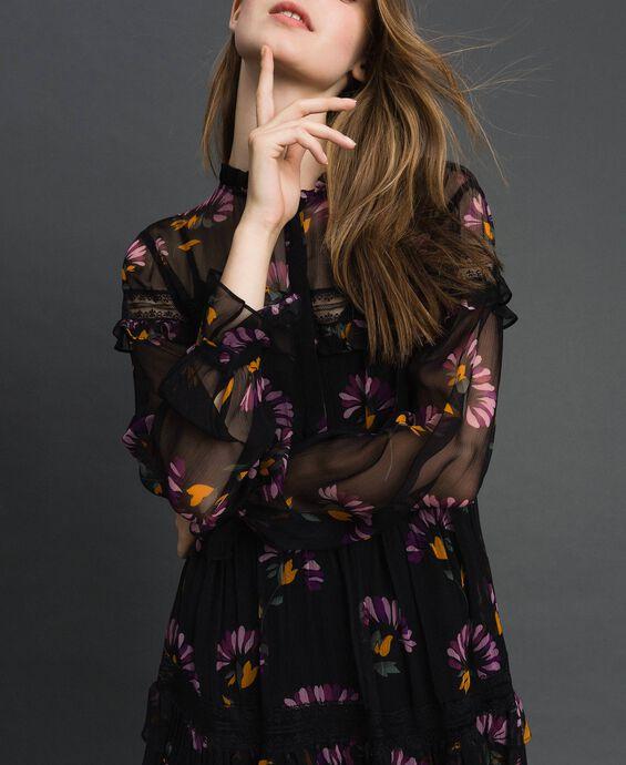 Платье с камуфляжным и цветочным принтом