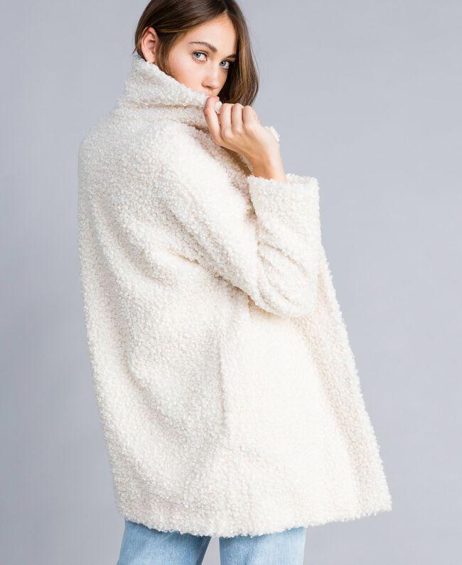 Manteau en faux agneau Nacre Femme JA82KN-03