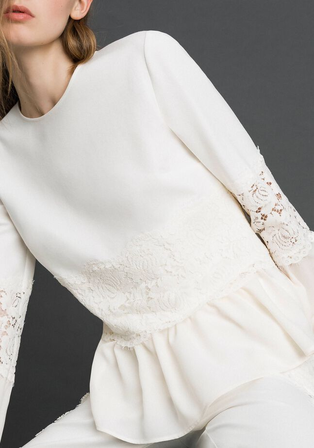 Blouse with macramé lace and flounce