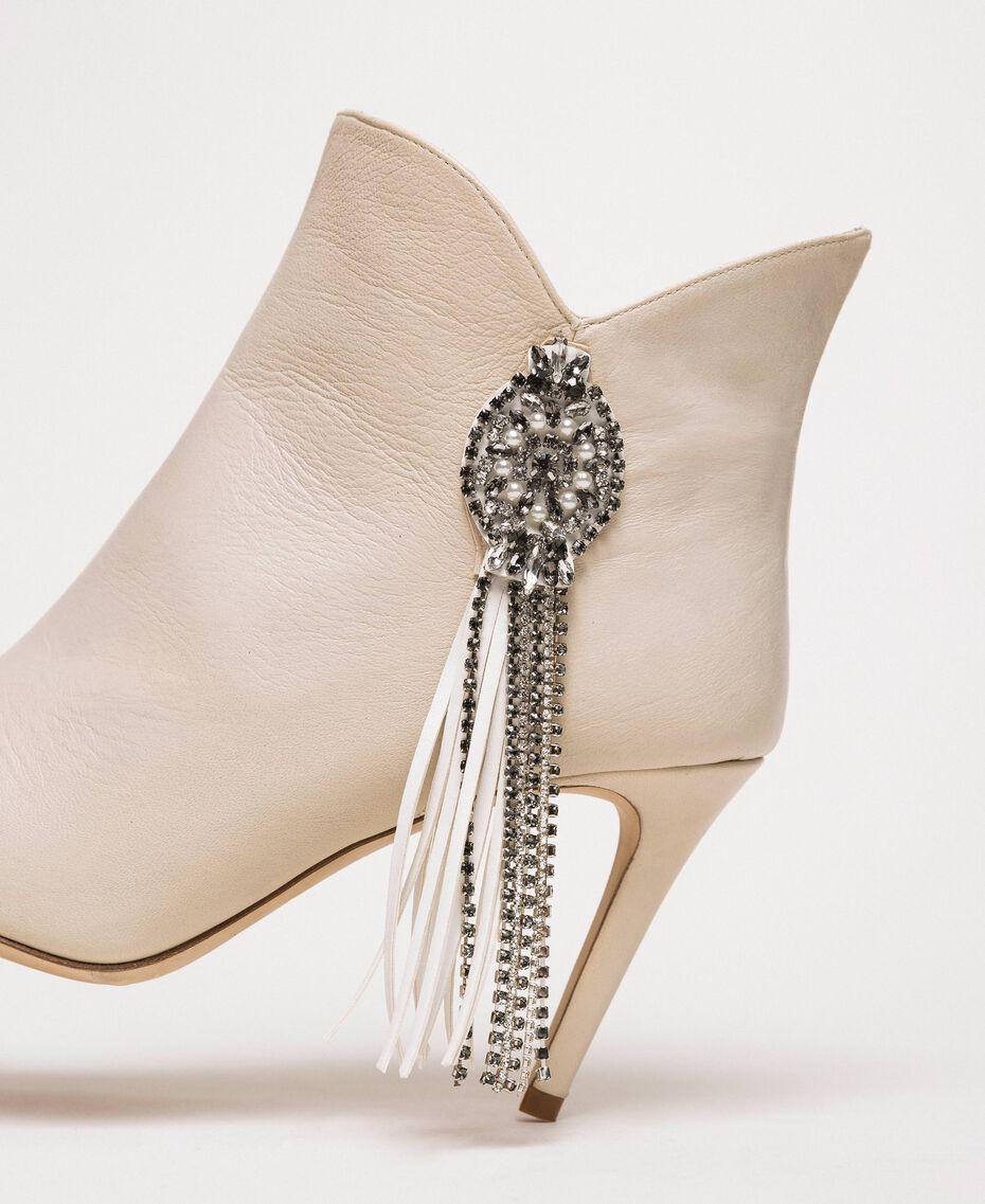 Bottines en cuir avec décoration bijou et franges Noir Femme 201TCP030-01