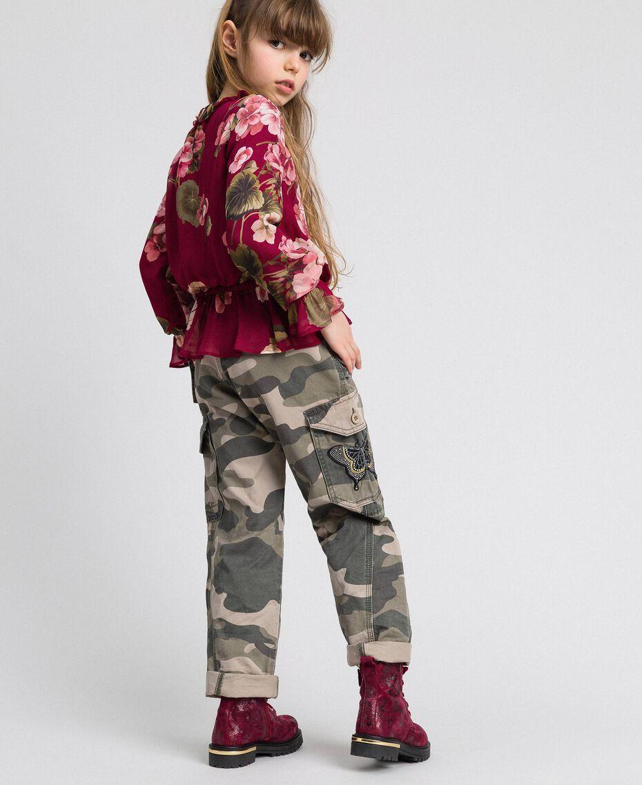 Pantaloni cargo a stampa camouflage Stampa Camouflage Bambina 192GJ2162-03