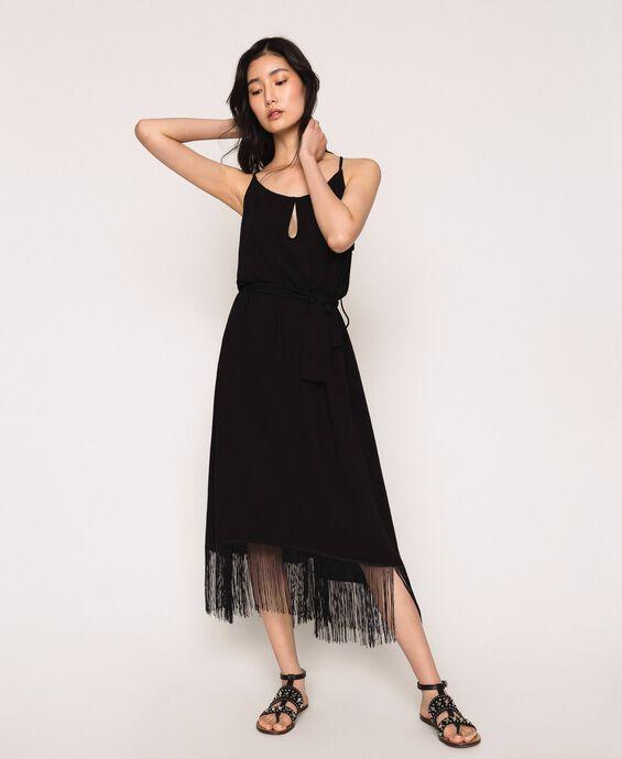 Длинное платье с бахромой