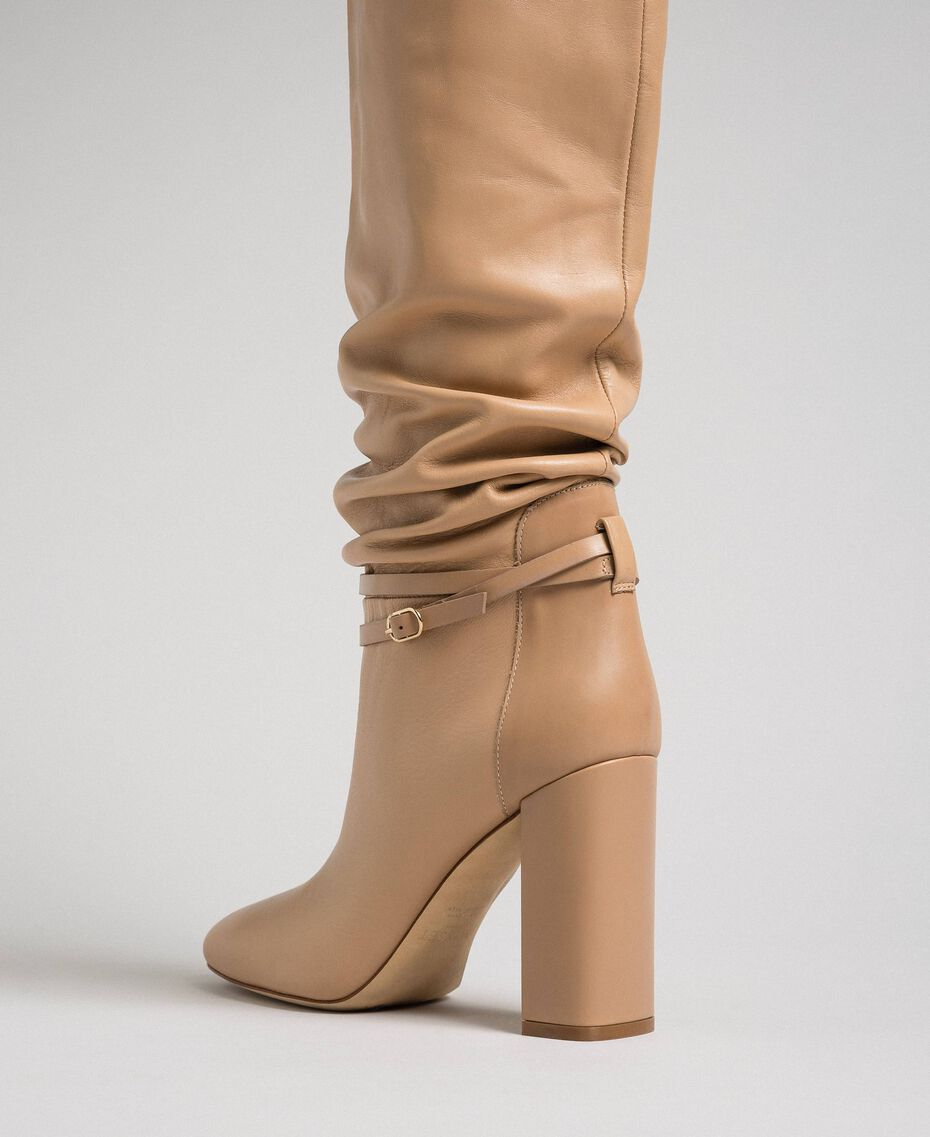 """Bottes cuissardes en cuir avec bride Beige """"Nude"""" Femme 192TCP106-03"""