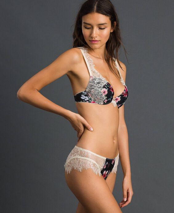 Floral briefs with lace