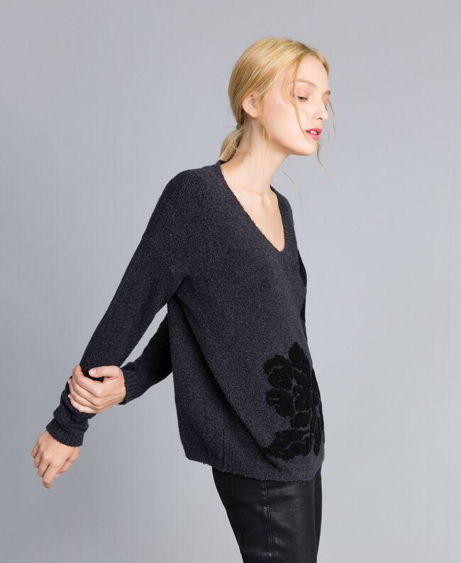 Pull bicolore avec incrustation florale Bicolore Gris Anthracite Fleur Noir Femme TA8393-03