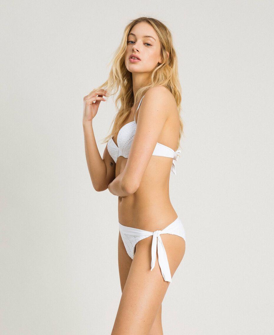 Brazilian-Bikinihose mit Lochstickerei Weiß Frau 191LBME77-0S
