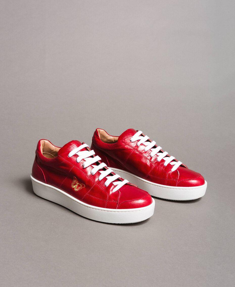 """Baskets en cuir avec broderie papillon Rouge """"Rouge à Lèvres"""" Femme 191TCT09Y-01"""