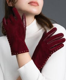 Touch screen gloves with studs Beet Red Woman 192TA4341-0S