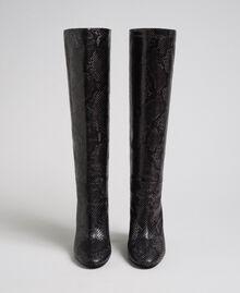 Hoher Stiefel aus Leder mit Animal-Dessin Pythonprint Pink Mousse Frau 192TCP108-05