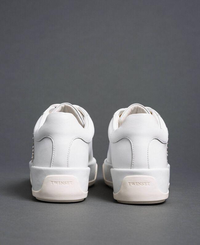 Sneakers aus Leder mit Herzen und Nieten Weiß Frau 192TCP01Y-05