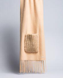 Schal mit Taschen aus Pelzimitat Dünenrosa Frau IA89KK-01