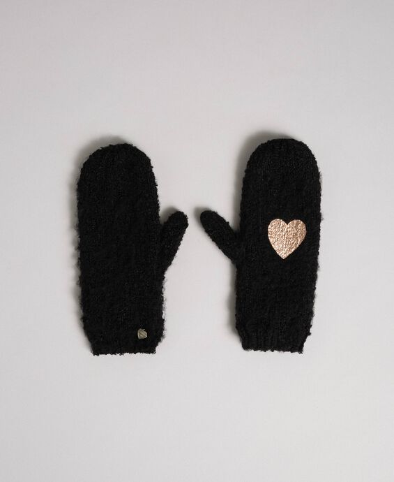 Bouclé yarn mitts with heart