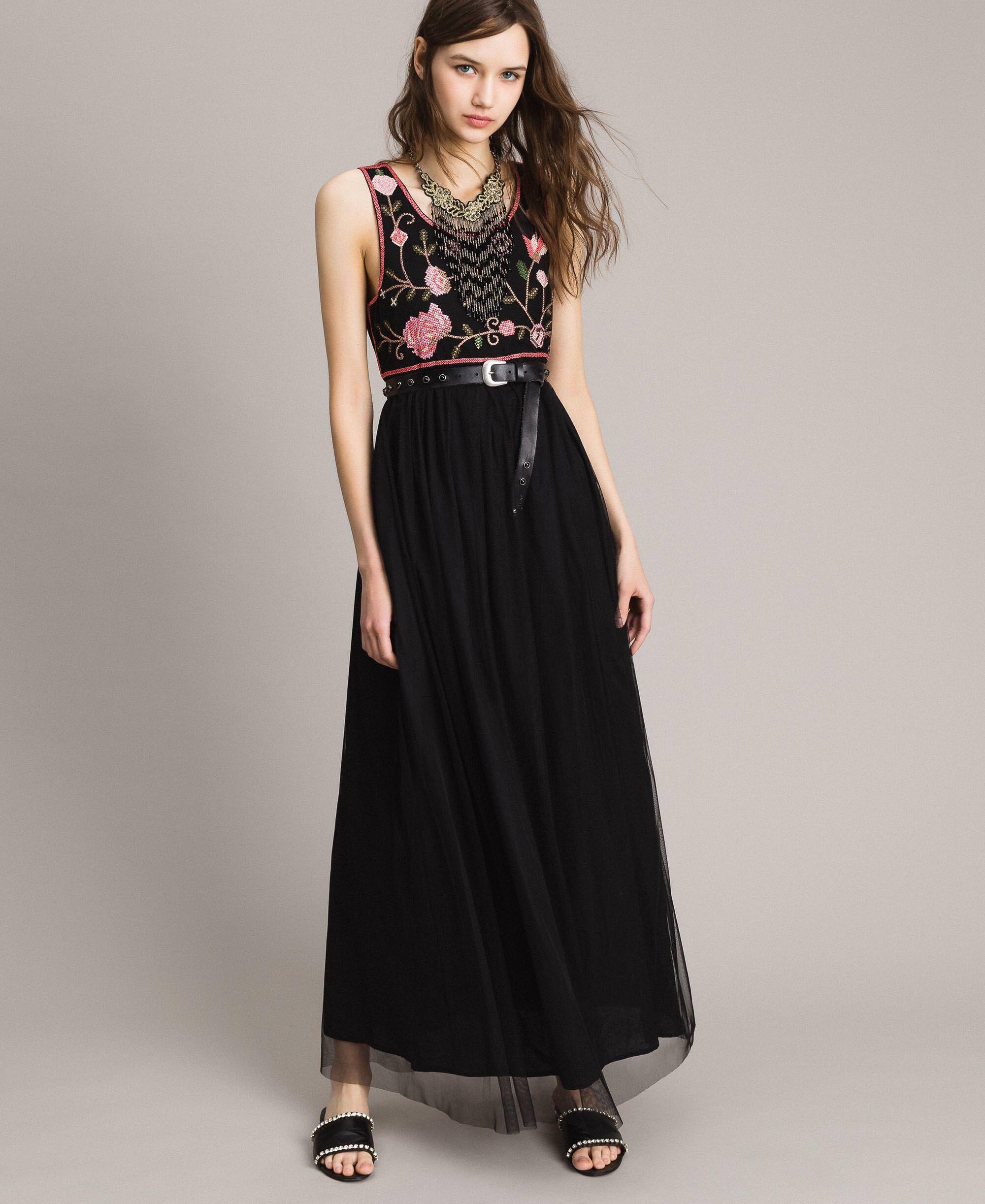 Vestido negro bordado mujer