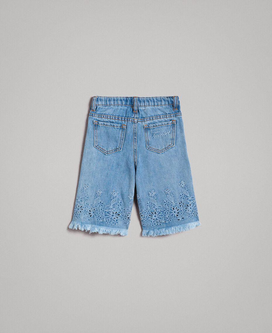 Breitbeinige Jeans mit Lochstickerei-Verzierung Helles Denim Kind 191GB2250-0S