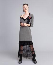 Kleid mit zweifarbigen Streifen und Spitze Zweifarbig kariert Schwarz / Schneeweiß Frau PA8342-01