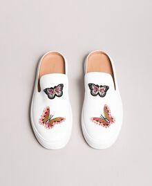 Mule aus Leder mit Schmetterlingapplikation Weiß Frau 191TCP10G-04