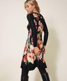 Трикотажное платье с цветочным принтом Цветок Шине Черный женщина 202TT3342-03