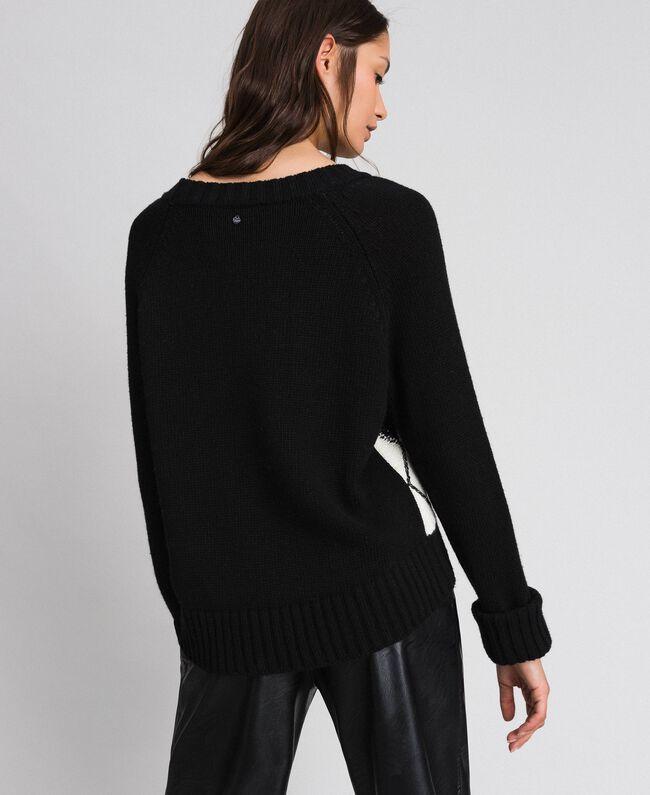 Kastiger Pullover mit Rautenintarsien und Stickerei Einsatz Schwarz Frau 192TP3221-03