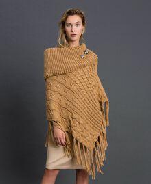 Poncho en maille avec cabochons et franges Camel Femme 192TO5367-01