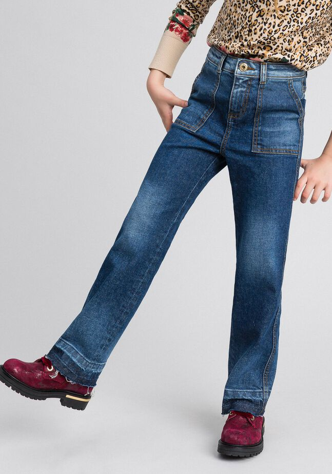 Fatigued jeans with pockets