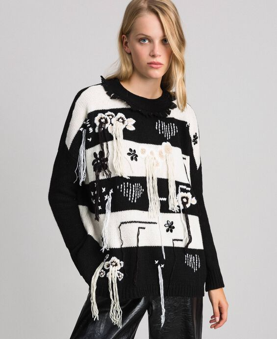 Two-tone jumper with fringes and embroideries