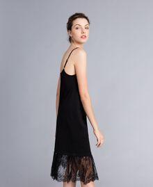 Kleid im Unterkleidstil aus Jersey mit Spitze Schwarz Frau PA82Z2-02