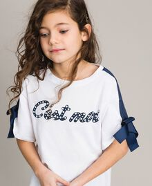 Jersey T-shirt with print and bows Two-tone Optical White / Indigo Child 191GJ2210-04