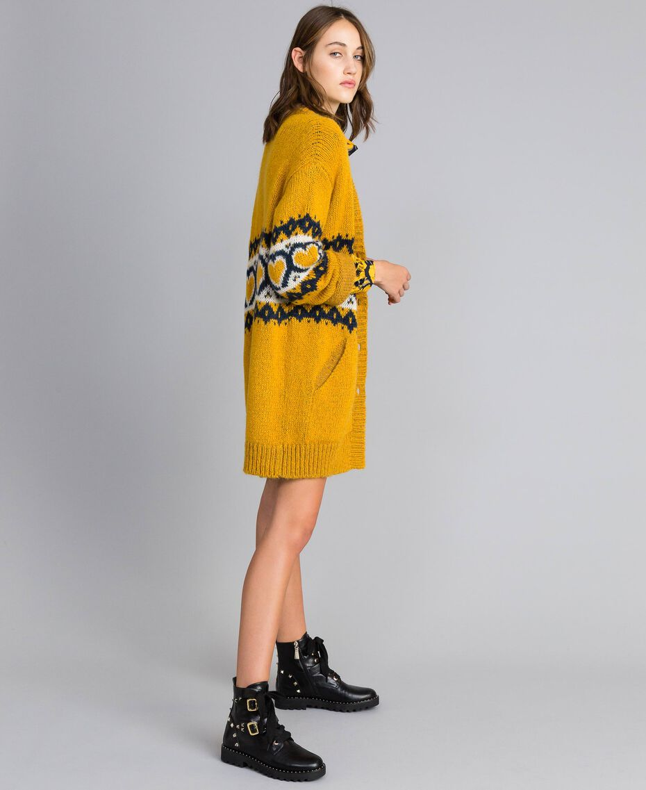 Maxicardigan mit Jacquardherzen Golden Yellow Frau YA8311-02