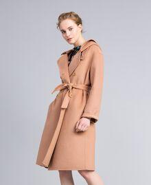Zweireihiger Mantel aus doppellagigem Tuch Camel Frau PA8263-02