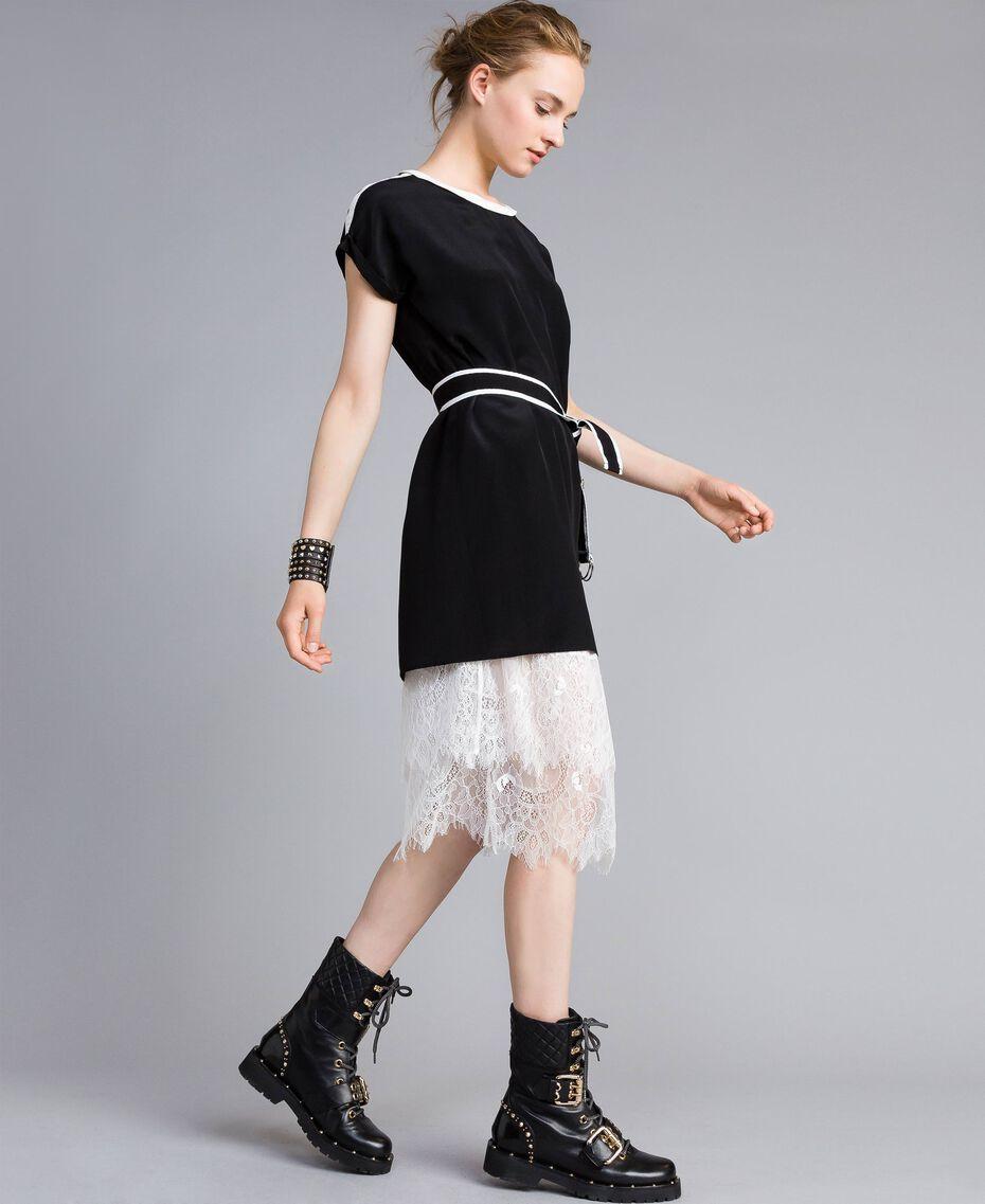 Kleid aus Seide mit Rüschen Zweifarbig Schwarz / Schneeweiß Frau PA82EU-02