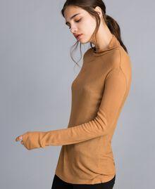 Pull à col montant en lyocell côtelé Marron «Amber Dust» Femme IA88AA-02