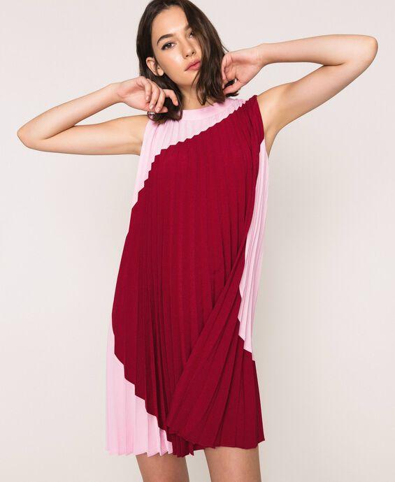 Robe en crêpe de Chine plissé