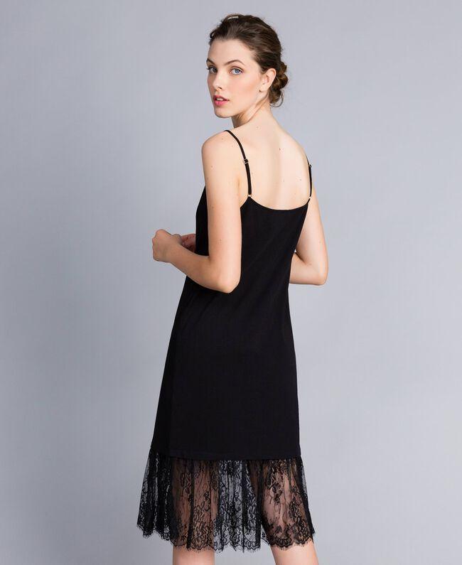 Kleid im Unterkleidstil aus Jersey mit Spitze Schwarz Frau PA82Z2-03