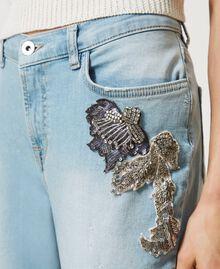 Boyfriend-Jeans mit Stick-Applikation Denim hell Frau 211MT2640-05