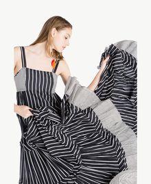 Langes Kleid mit Prints Gestreifter Patch-Print Frau TS82ZT-04