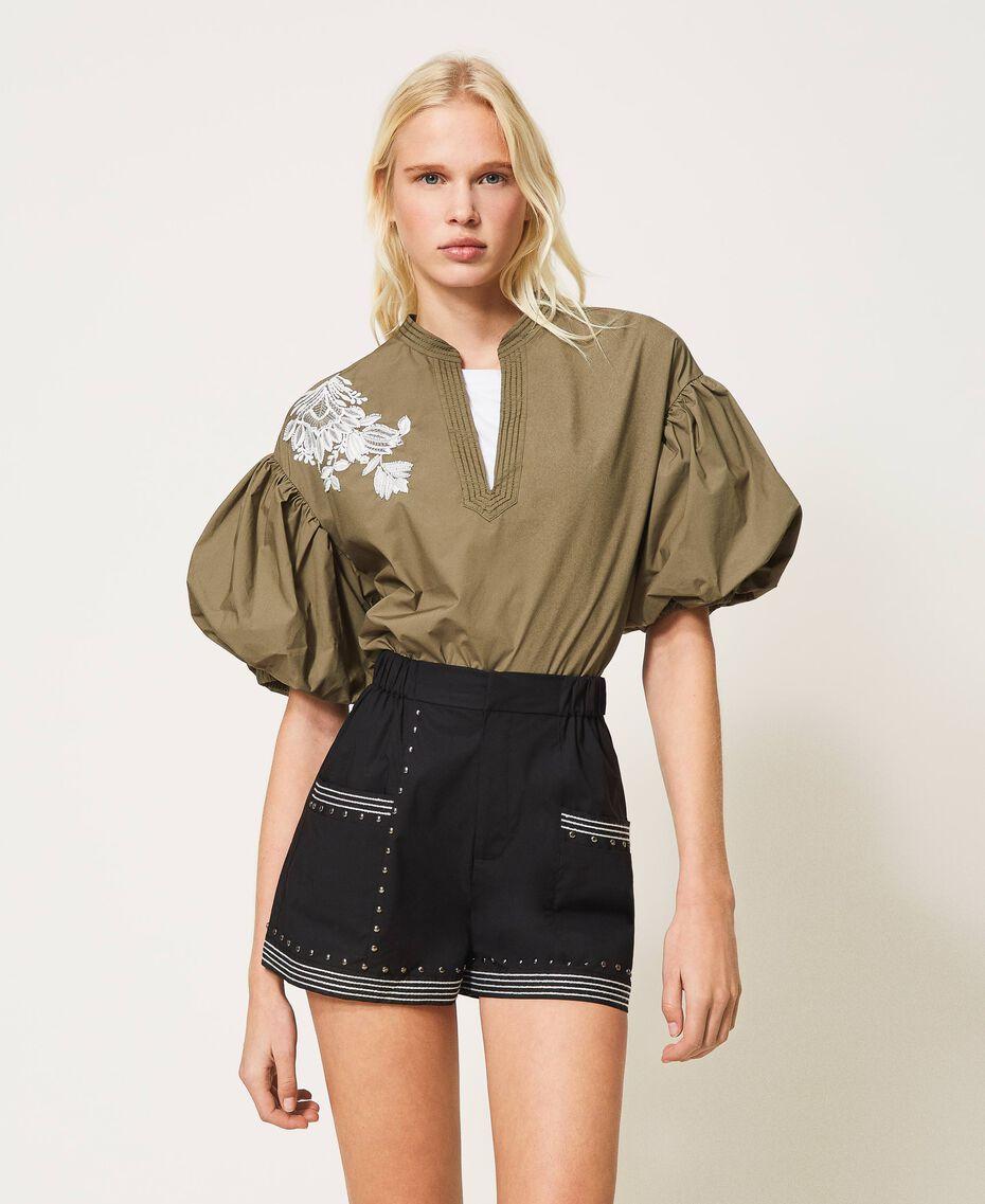 Shorts aus Popeline mit Nieten Schwarz Frau 211TT2484-02