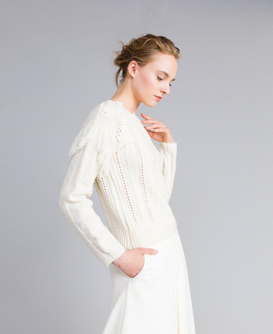 Pullover aus Wollmischung mit Fransen Weiß Schnee Frau PA83BA-02