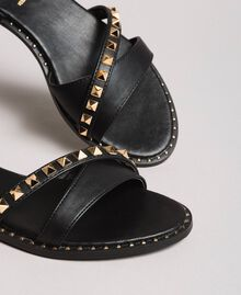 Kunstleder-Sandalen mit Nieten Schwarz Frau 191MCP192-05