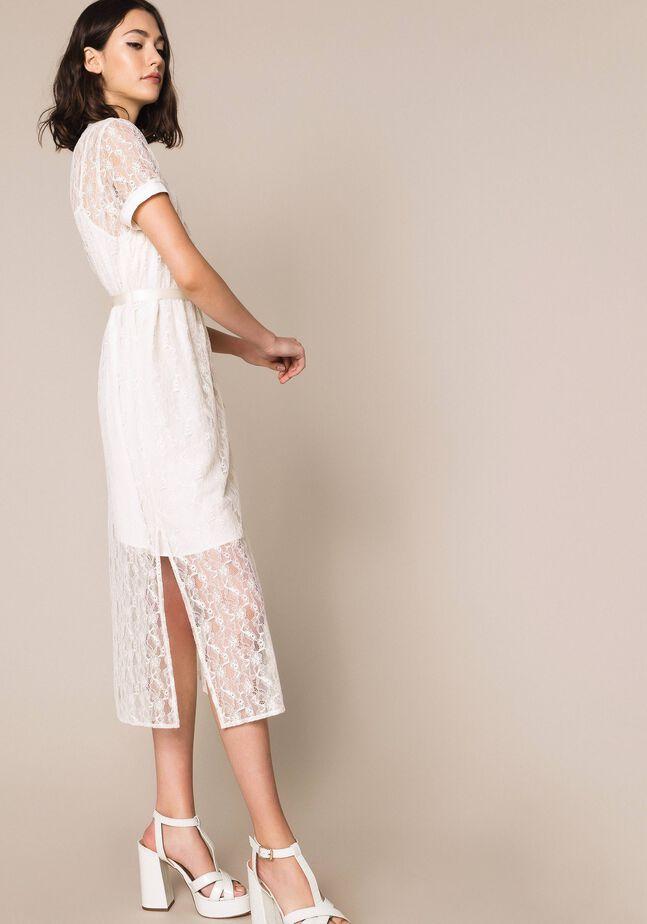 Длинное кружевное платье с поясом