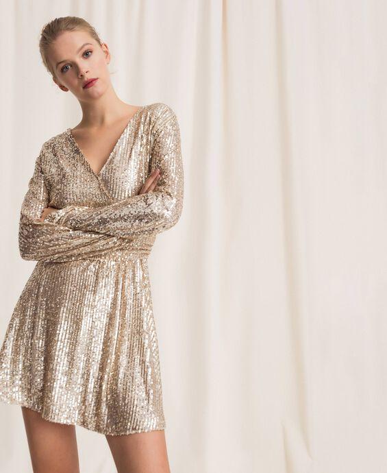 Мини-платье, отделанное пайетками