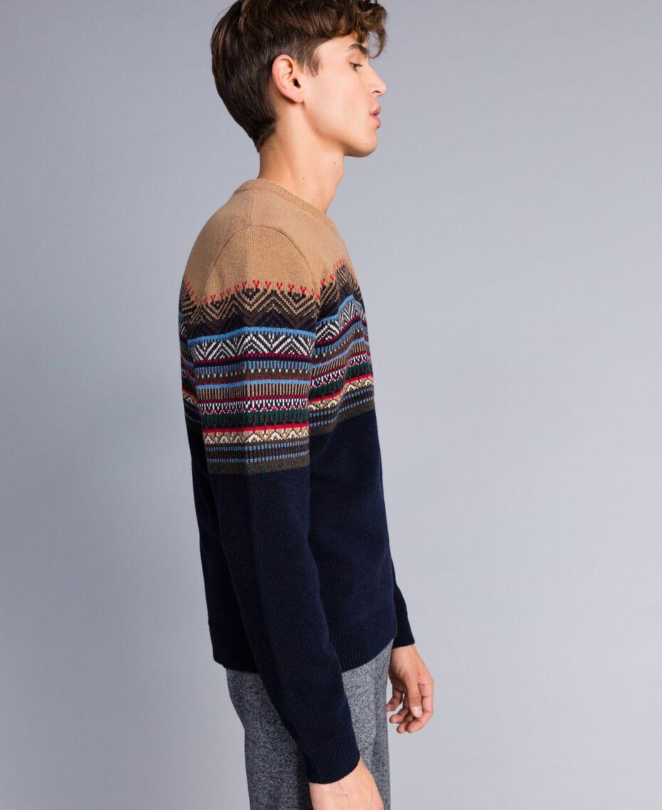 Pull en laine mélangée jacquard multicolore Jacquard Marron Caramel / Bleu Nuit Homme UA83HP-02