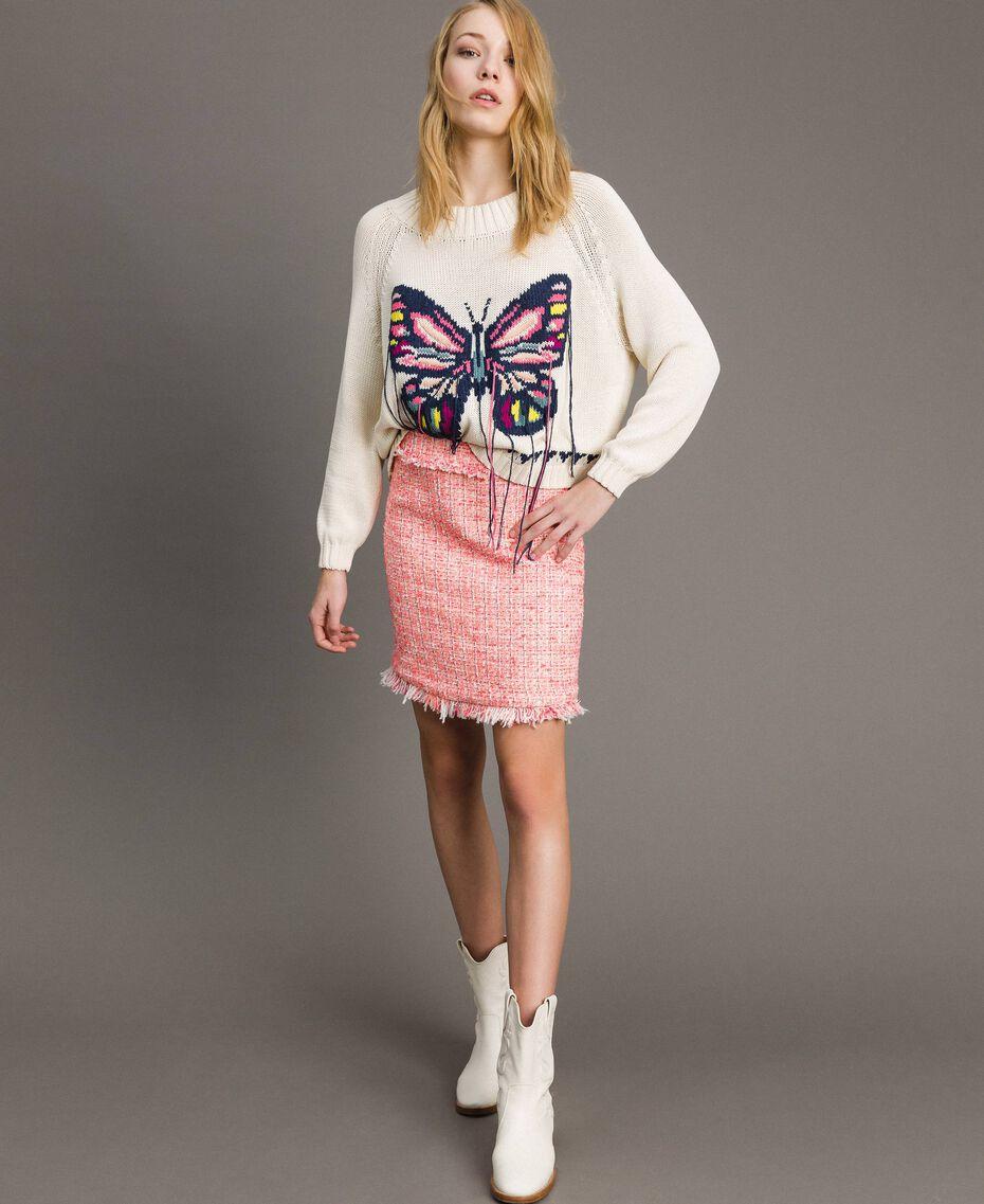 Kastig geschnittener Pullover mit handgesticktem Schmetterling Helles Ecru Frau 191TP3110-02