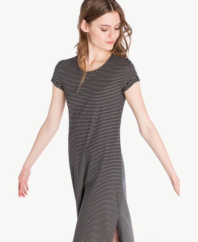 Langes Kleid mit Streifen Streifen Elfenbein / Schwarz Frau PS82H3-05