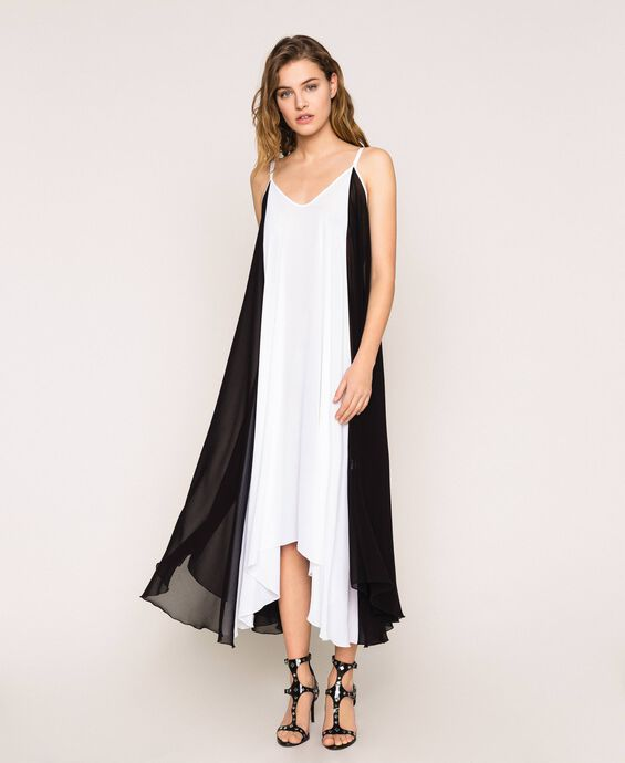 Robe longue en crêpe georgette color block