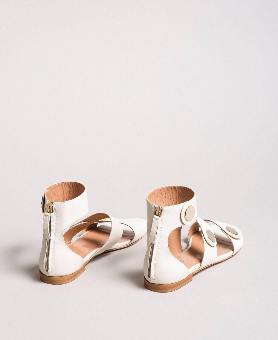 Sandale aus Leder mit Knöpfen Weiß Schnee Frau 191TCP094-03