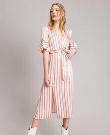 Gestreiftes Satin-Wickelkleid Streifen Pearl Pink Frau 191TP2459-04