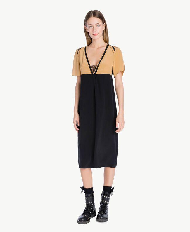Kleid aus Seide Honigbeige / Schwarz PA72FQ-01
