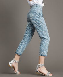 Jean girlfriend avec broderies anglaises Bleu Denim Femme 191MT2162-02