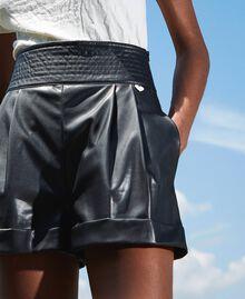 High-Waist-Shorts aus Lederimitat Schwarz Frau 202TP2060-01